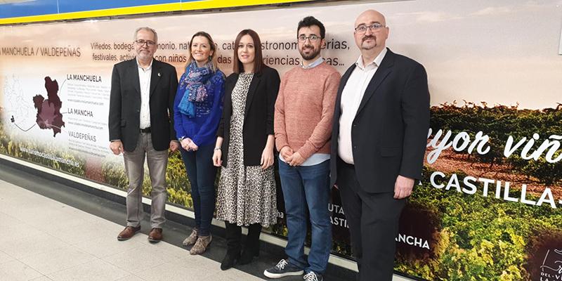 La Junta promociona las Rutas del Vino regionales en la Puerta del Sol de Madrid, en las instalaciones de Metro