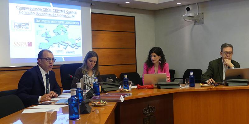 La patronal conquense defiende en las Cortes regionales la directa relación entre empresas y población