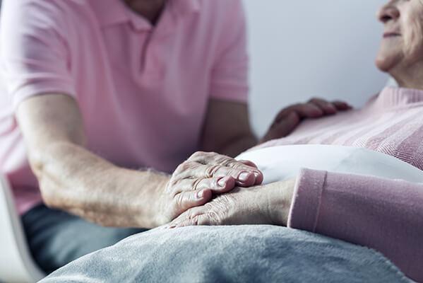 Los capellanes del Hospital de Cuenca ofrecen las 24 horas del día apoyo espiritual a enfermos, familiares y a todo el personal sanitario