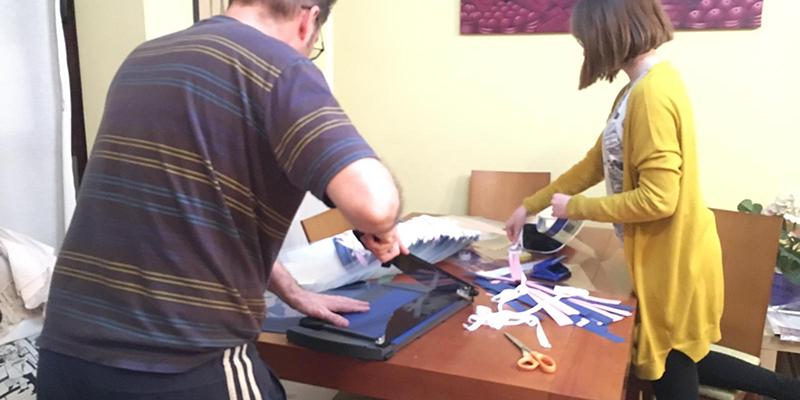 Más de 180 voluntarios elaboran en Cuenca diferentes tipos de viseras protectoras para el personal sanitario
