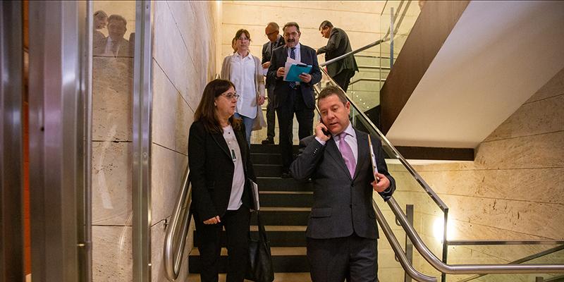 Page atiende las recomendaciones del ministro, cambia de opinión y propondrá suspender toda la actividad docente en Castilla-La Mancha
