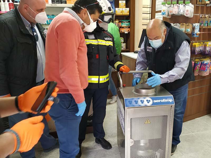 Bomberos y Protección Civil del Ayuntamiento de Cuenca desinfectan las 28 farmacias de la capital