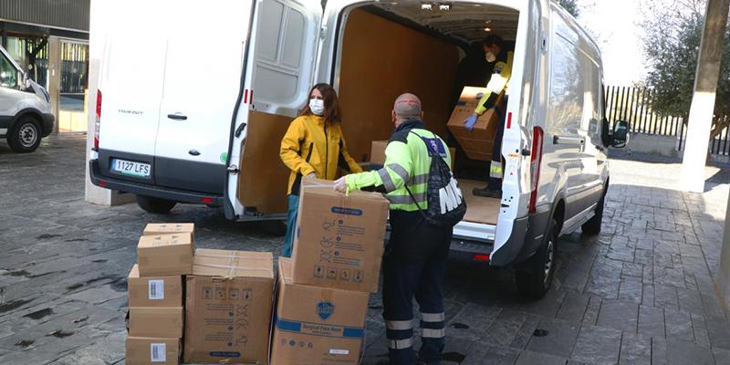 El Gobierno de Castilla-La Mancha ha distribuido ya más de 6,3 millones de artículos de protección para los profesionales de los centros sanitarios de región