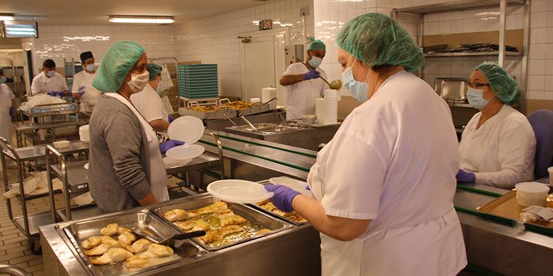 El Servicio de Cocina del Hospital de Cuenca ha adaptado y diseñado nuevos menús para los pacientes afectados por Covid-19