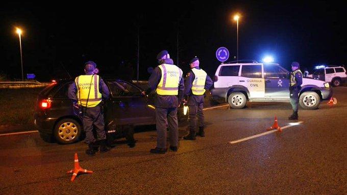 La DGT y la Guardia Civil intensifican los controles nocturnos en carretera para evitar desplazamientos no permitidos