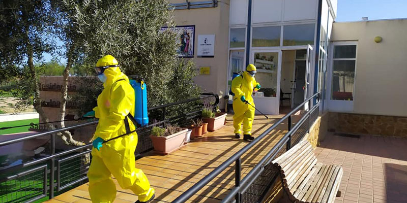 Los bomberos de la Diputación de Cuenca han desinfectado hasta el momento quince residencias de mayores