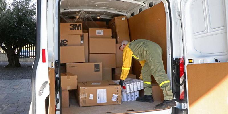 Salen hacia los centros sanitarios otros 235.000 artículos de protección para los profesionales sanitarios de Castilla-La Mancha