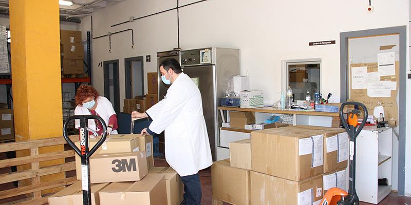 Cuenca recibe otros 22.000 artículos de protección y 400 test más para la detección del coronavirus en el área de Salud