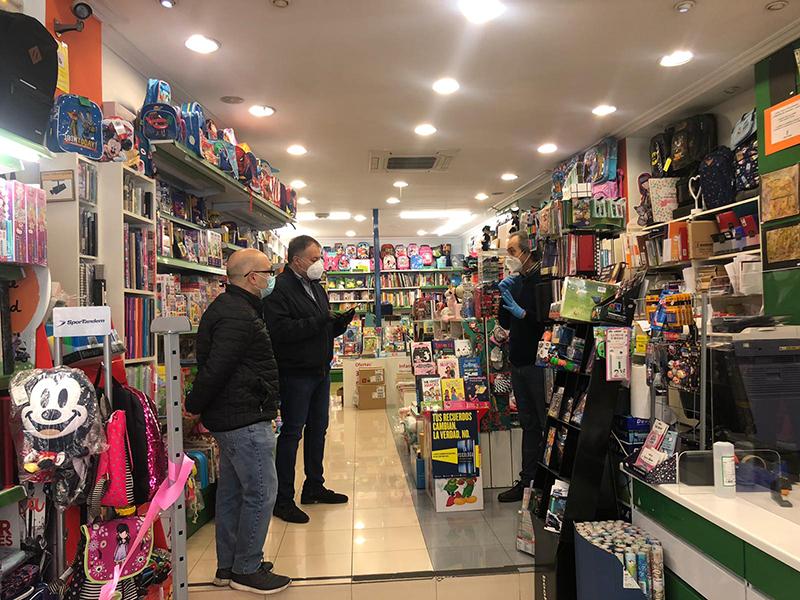 Dolz anima a los conquenses a comprar en el comercio local, tomando las medidas de seguridad oportunas