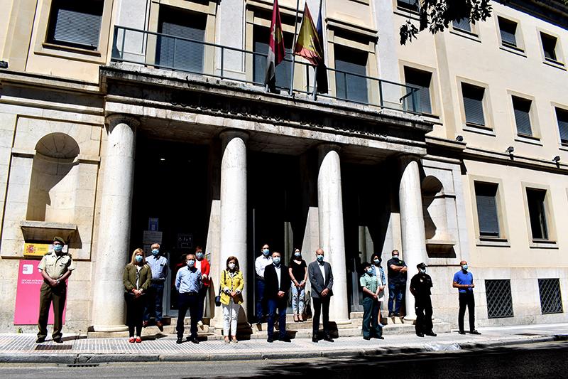 Cuenca guarda un minuto de silencio con motivo del final del luto por los fallecidos por el covid-19