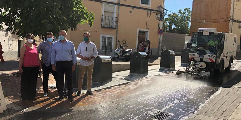 Continúa la limpieza integral barrio a barrio de Cuenca con medios adicionales doce trabajadores más y máquinas específicas