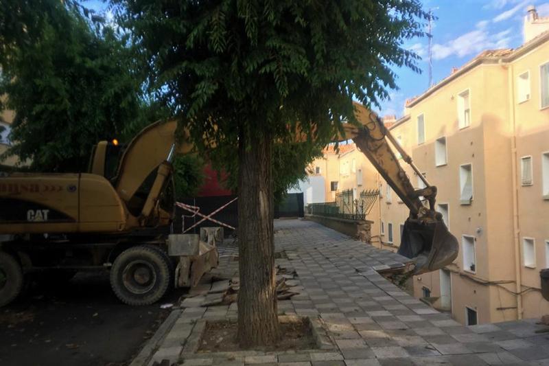 El Ayuntamiento de Cuenca inicia la demolición parcial controlada del muro de la calle Ramiro de Maeztu