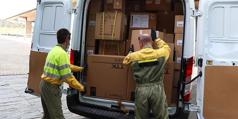 El Gobierno de Castilla-La Mancha ha distribuido esta semana una nueva remesa con más de 584.000 artículos de protección para los profesionales sanitarios