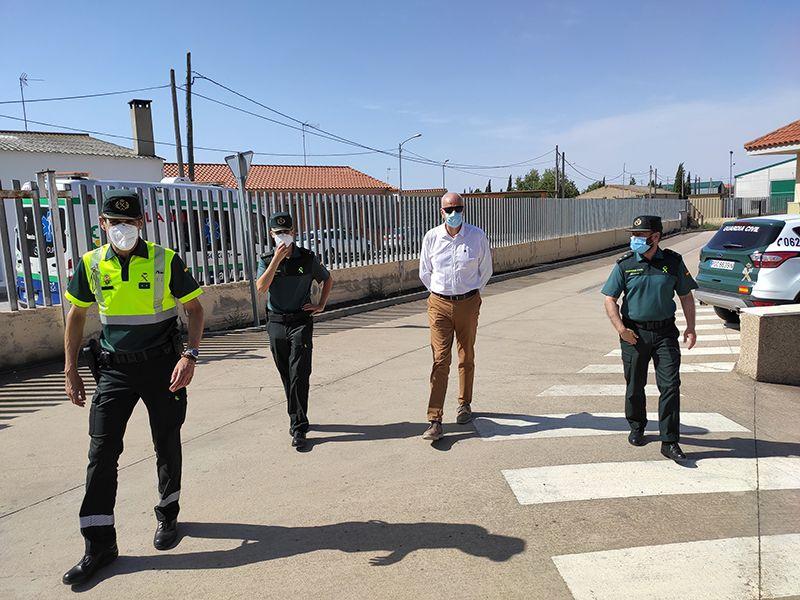 El subdelegado del Gobierno de España en Cuenca reconoce el trabajo realizado por la Guardia Civil de Las Pedroñeras durante el estado de alarma y la campaña del ajo