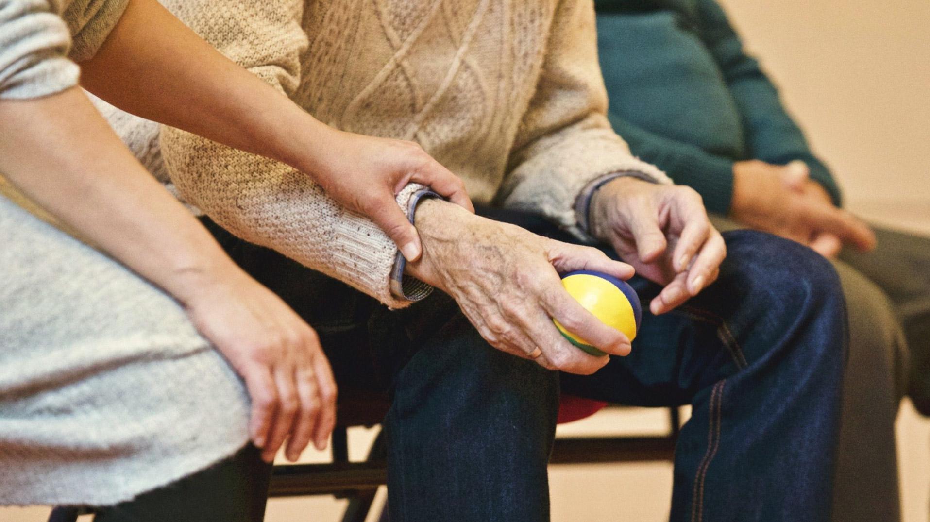 Interrumpir el tiempo sedentario con pequeños períodos de actividad contribuye a reducir el riesgo de fragilidad