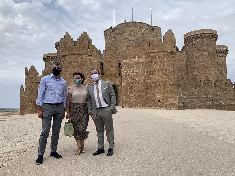 """Bellido destaca en Belmonte el tirón turístico de los pueblos de la región este verano, con un modelo de """"turismo limpio y responsable"""""""