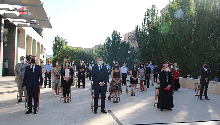 Cuenca honra a los profesionales de los servicios esenciales y en recuerdo de las víctimas de la pandemia
