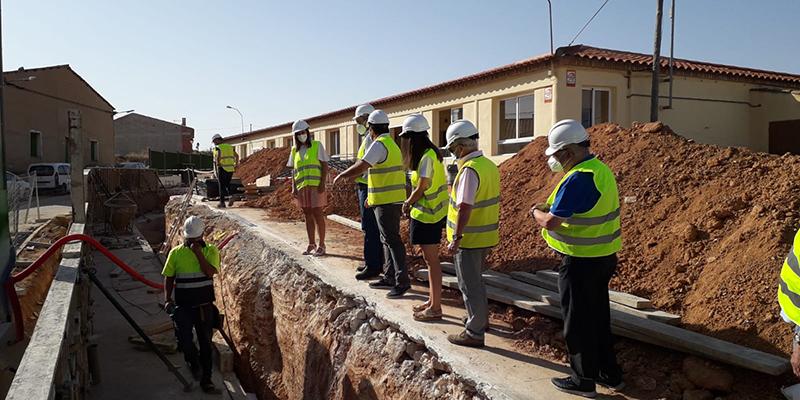 El Gobierno regional destina casi 40.000 euros a la reparación de la pared del colegio de El Peral