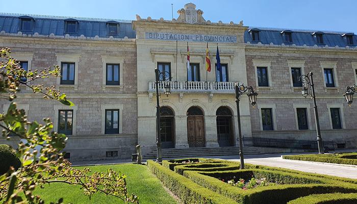 La Diputación de Cuenca y Urbaser firman el contrato para la recogida selectiva de envases y papelcartón en la provincia