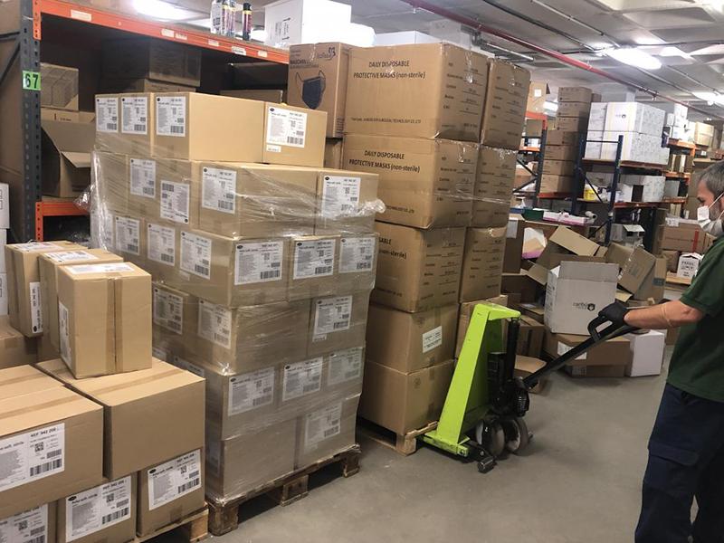 La Junta ha enviado esta semana cerca de 800.000 artículos de protección a los centros sanitarios