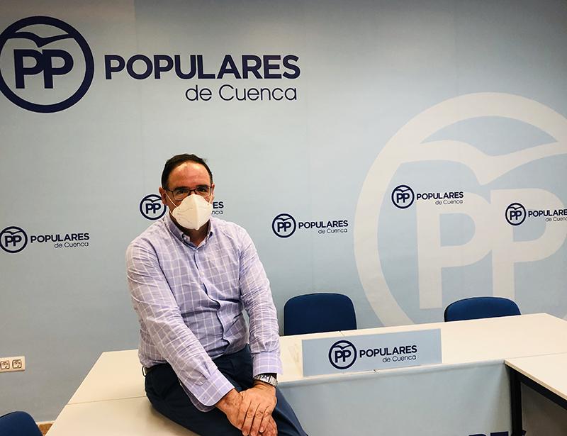 Prieto acusa a Page de volver a dejar solos a los Ayuntamientos frente al coronavirus, esta vez con la vuelta al colegio