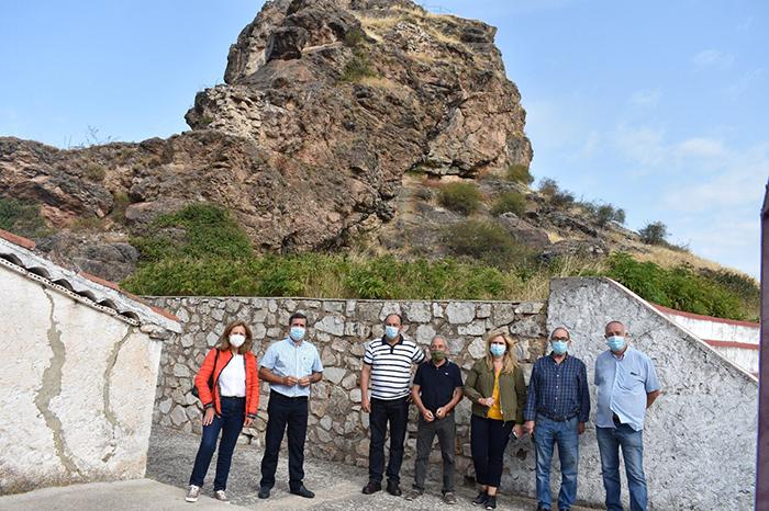 """El Gobierno regional y el Ayuntamiento de Huelamo acometerán obras de consolidación e iluminación en el castillo para que sea """"punto de atracción de turismo"""""""