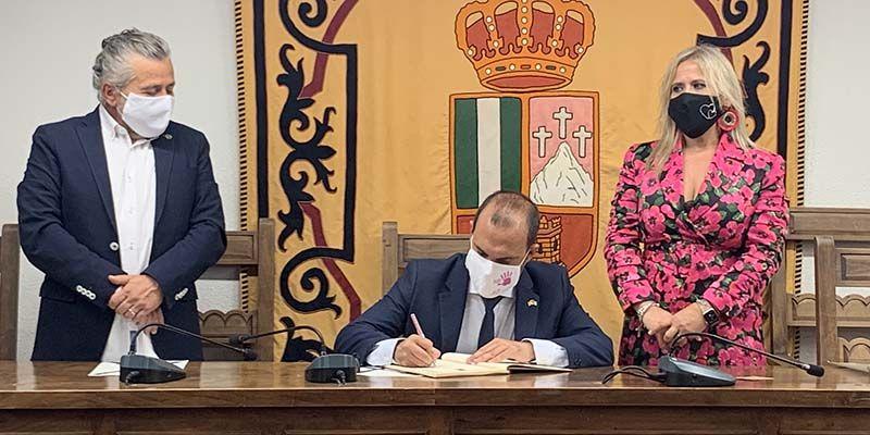 """El presidente de las Cortes regionales valora la futura Ley de Memoria Histórica como """"un paso hacia un estado más democrático"""""""