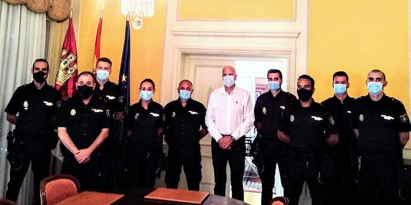 El subdelegado del Gobierno en Cuenca da la bienvenida a los nuevos policías nacionales que realizarán sus prácticas en la Comisaría Provincial