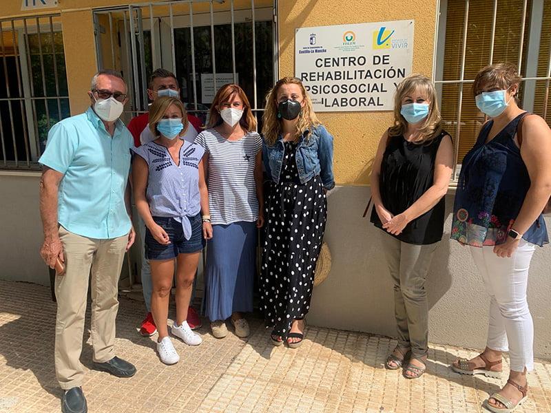 Junta, Diputación provincial y Ayuntamiento de Cuenca entregan material de protección a la Asociación Vivir