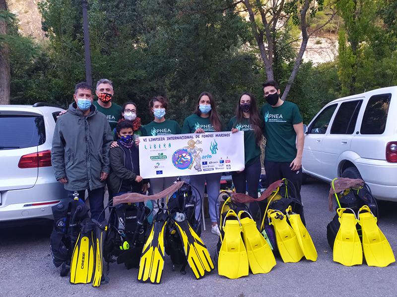 La Diputación de Cuenca colabora con el club de buceo APNEA en la limpieza del fondo del río Júcar durante este fin de semana