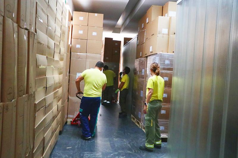 La Junta ha distribuido esta semana una nueva remesa con cerca de 540.000 artículos de protección para los profesionales sanitarios