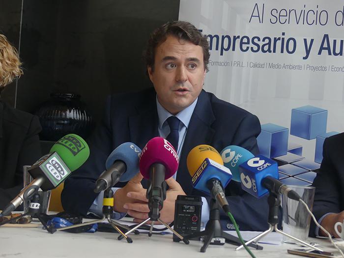 La patronal conquense pide una rectificación al presidente de PIMEC por lo que considera una falta de respeto