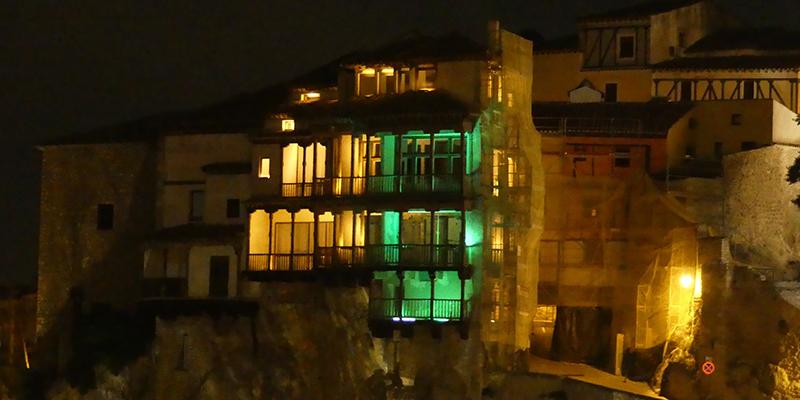 Las Casas Colgadas se tiñen de verde con motivo del Día Mundial del Alzheimer