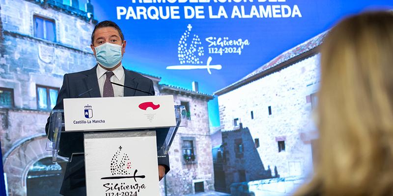 """Page anuncia una inversión de 90 millones de euros para que """"todos los edificios públicos de Castilla-La Mancha"""" se abastezcan con energías renovables"""