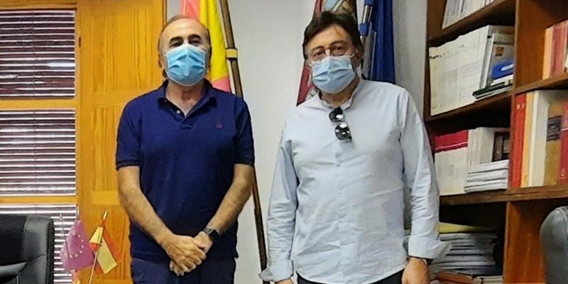 Escudero pone en valor el trabajo del alcalde de Santa María de los Llanos por su municipio