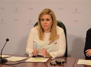 la junta asegura que la alcaldesa de ledana no dice la verdad a sus vecinos hablando de recortes porque se trata de una redistribucion del trabajo en la zona de salud de iniesta