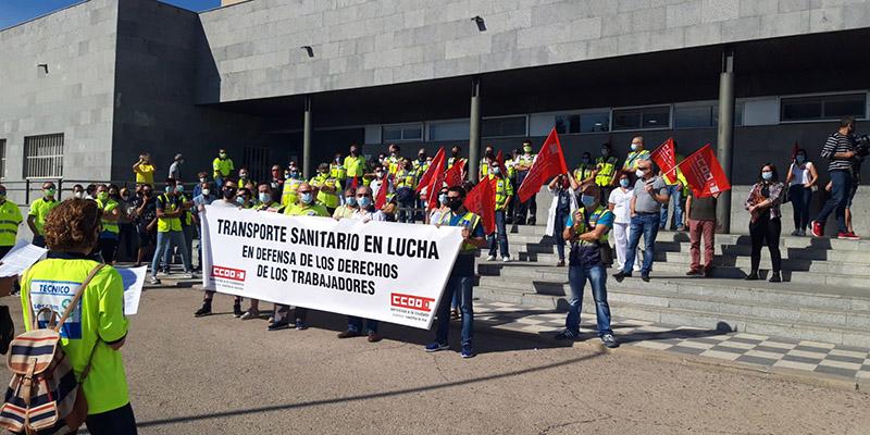 """Nueva concentración frente a la delegación de la Junta de Comunidades del personal de """"Ambulancias Cuenca UTE"""""""