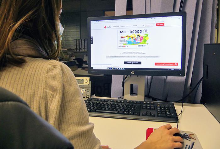"""Doce empresas, entre ellas El Liberal de Castilla e Informaciones de Cuenca, se declaran """"fans de las personas que hacen que las cosas cambien"""" y facilitan la venta online del Sorteo del Oro"""