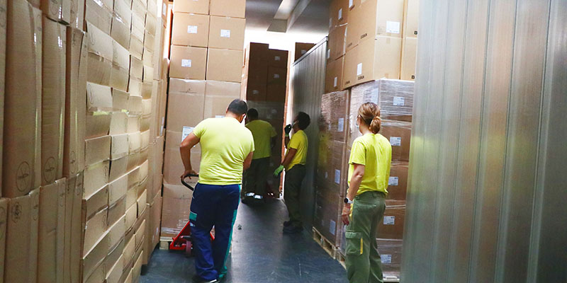 El Gobierno de Castilla-La Mancha ha enviado esta semana cerca 480.000 artículos de protección a los centros sanitarios