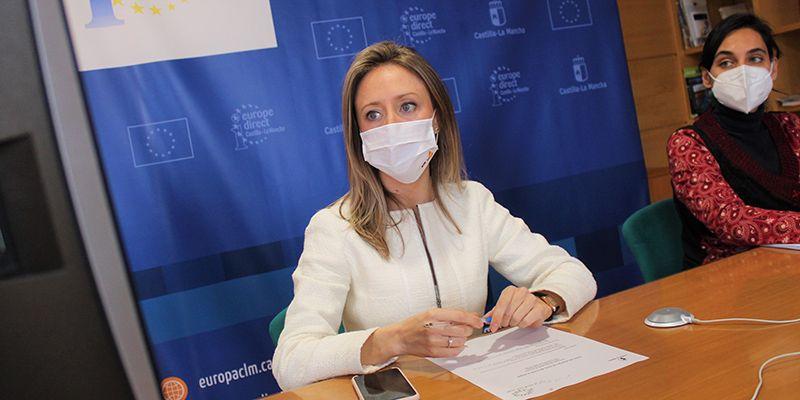 El Gobierno Regional clausura el ciclo de charlas 'El Arte de crear Europa' con el alumnado del IES 'Cañada de la Encina' de Iniesta