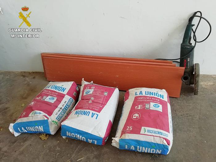 La Guardia Civil investiga a una persona por hurto de material en dos obras en construcción en Sisante