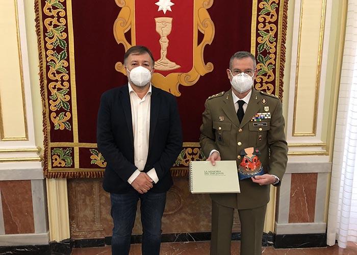 Dolz agradece al coronel Ángel María Cantera su trabajo al frente de la Subdelegación de Defensa