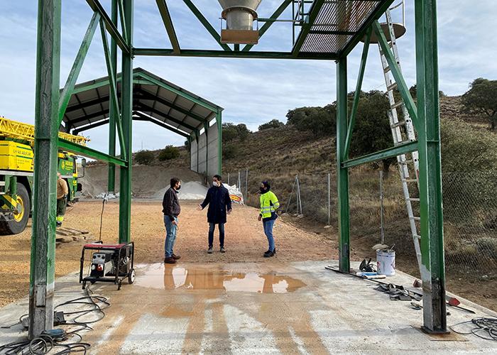 """El Gobierno regional acomete obras de acondicionamiento y mejora en el silo de sal de la CM-310 en Cuenca """"para garantizar una rápida carga de los esparcidores"""""""