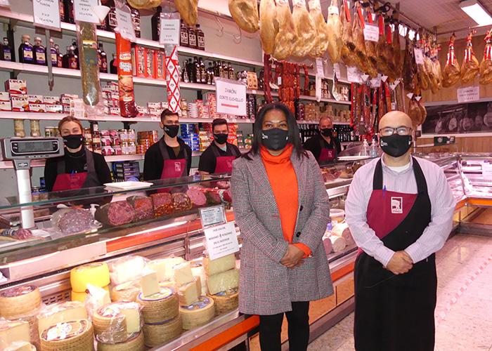 La Asociación de Comercio de Cuenca distribuye 300 mascarillas entre sus establecimientos llamando a comprar en Cuenca