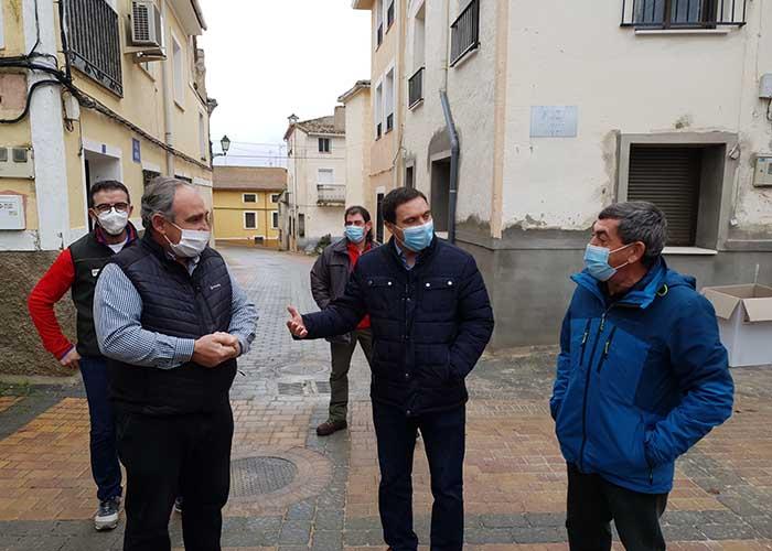 La Diputación de Cuenca actúa en la vía que une Salmeroncillos de Arriba y Salmeroncillos de Abajo con una inversión de 92.420 euros