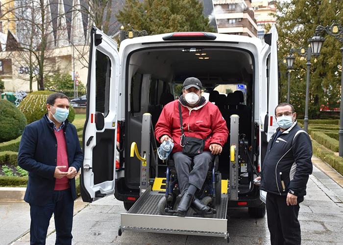La Diputación de Cuenca colabora con 4.000 euros para que ASPAYM pueda mejorar sus servicios con una nueva furgoneta adaptada