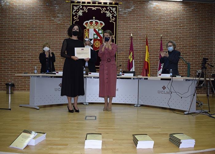La ministra de Trabajo y Economía Social, Yolanda Díaz, entrega el III premio del Aula de Igualdad y Género Lola Martínez
