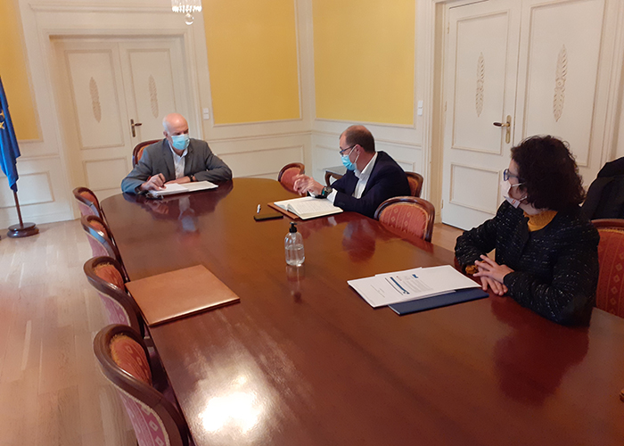 La patronal conquense presenta a la Subdelegación del Gobierno el proyecto para acoger Europa Direct