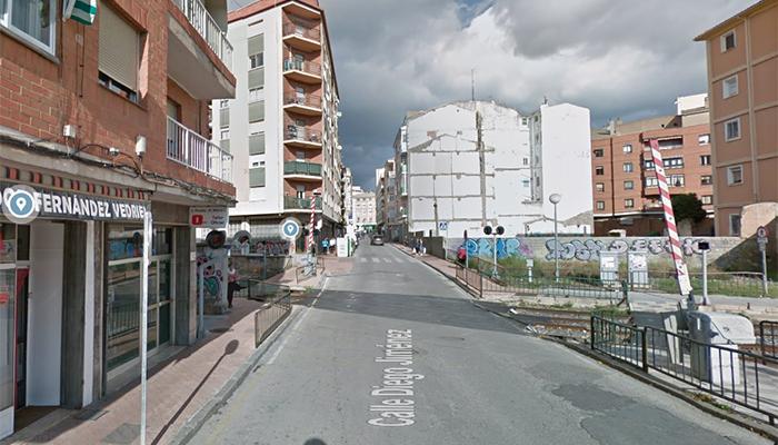 ADIF lleva a cabo la reparación de la vía del ferrocarril en la zona del paso a nivel con barrera de la calle Diego Jiménez de Cuenca