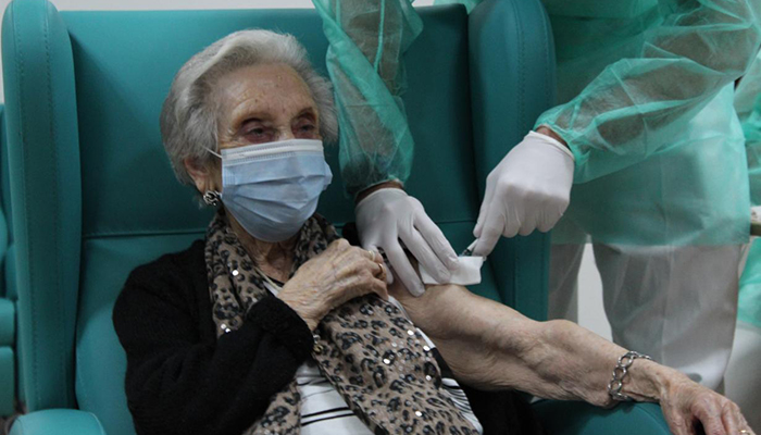 Castilla-La Mancha completa la administración de la primera dosis de la vacuna frente a la Covid-19 en los centros sociosanitarios